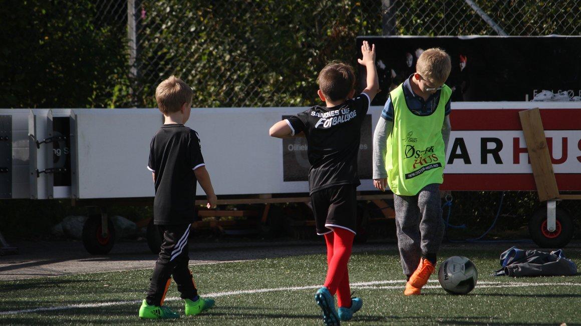 Meld ditt barn på sommerens fotballskole her