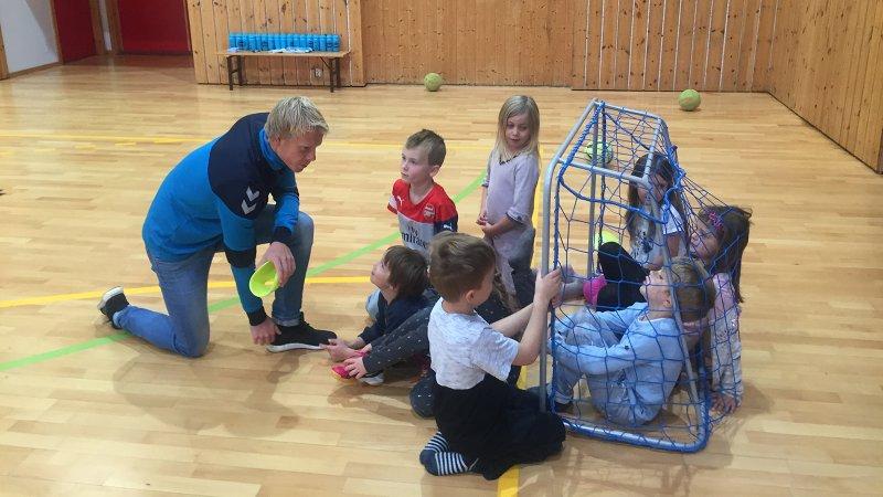 Sandnes Ulf drar rundt på utallige skolebesøk i løpet av et år.