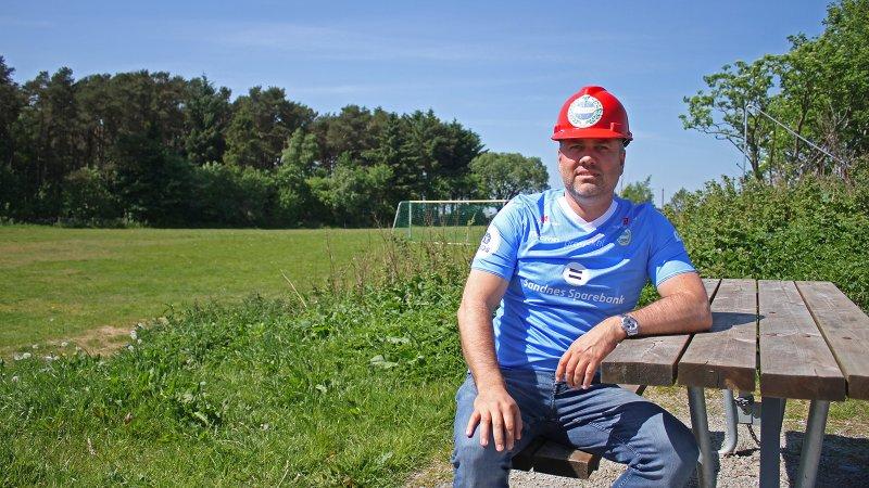 Daglig leder Tom Rune Espedal foran der nye stadion skal stå.